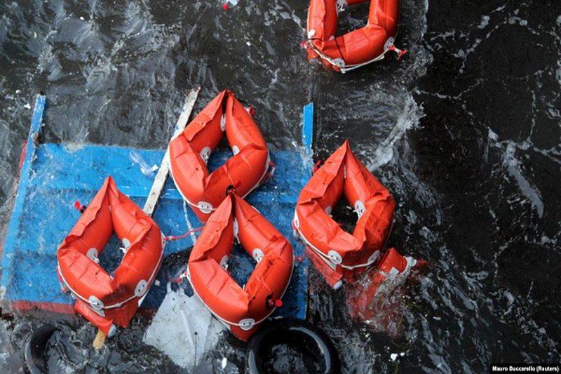Tragjike/ Njëzetë migrantë gjenden të vdekur në brigjet