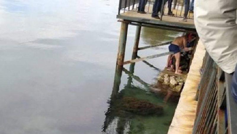 Greqi/ U hodh për të kapur kryqin në ujë, 24-vjeçari