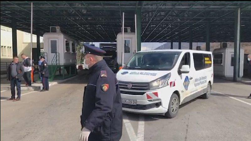 Prangoset sapo hyn në Shqipëri turku i shpallur në kërkim