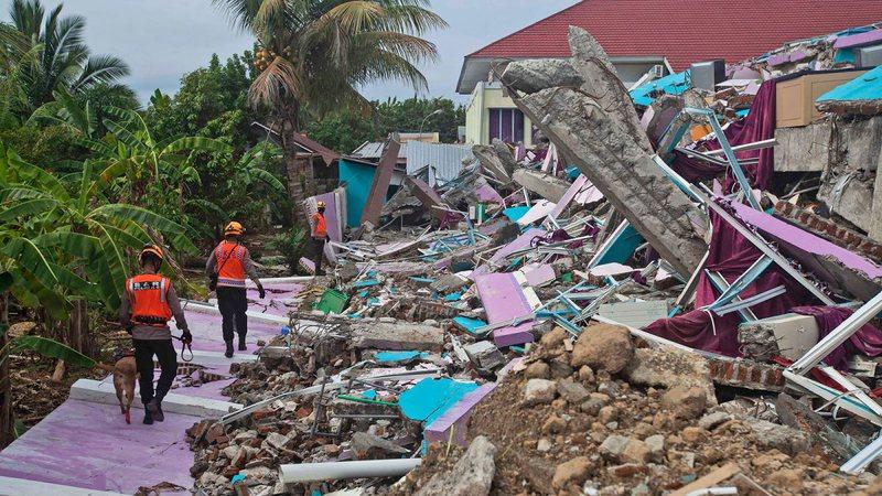 Tërmeti shkatërrues në Indonezi/ 73 viktima, mbi 27 mijë