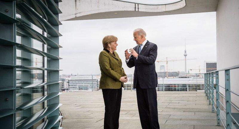 Biden diskuton me Merkelin për dialogun Kosovë-Serbi dhe