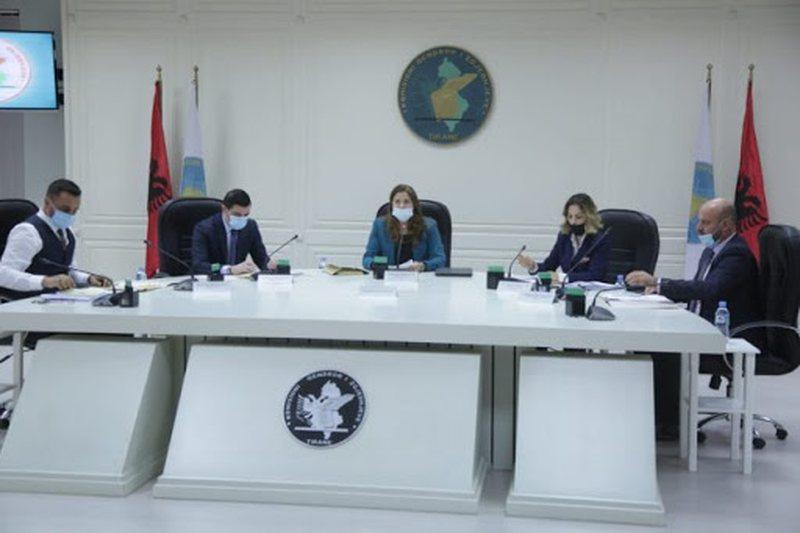 Zgjedhjet në Kosovë, KQZ nuk certifikon listat e Vetëvendosjes,