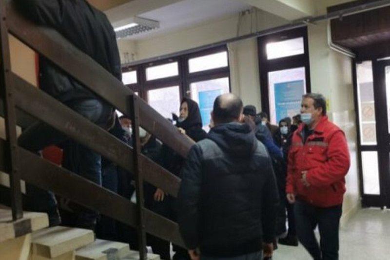 Shqiptarët shkojnë në Serbi për ta marrë vaksinën