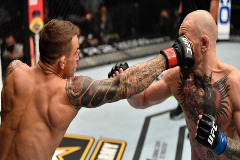 """Video/ Surpriza e madhe, Dustin Poirier """"shkatërron"""" McGregor"""