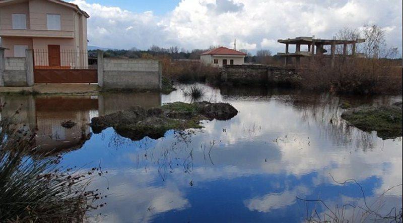 Vlorë/ Sipërfaqe të tëra toke he banesa te rrethuara nga uji