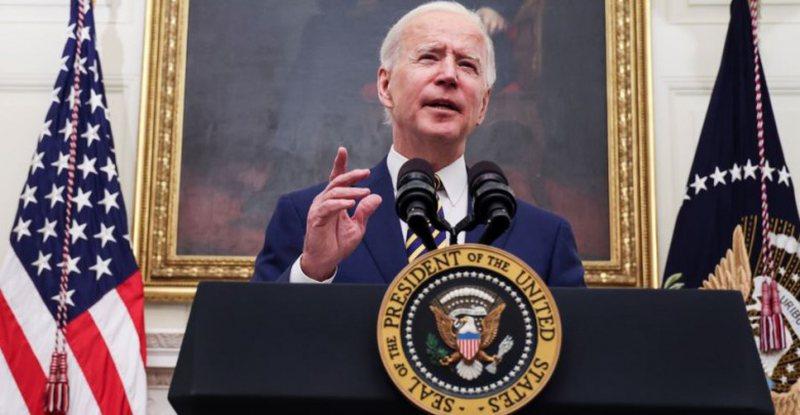Presidenti Biden lejon transgjinorët të bëhen pjesë të