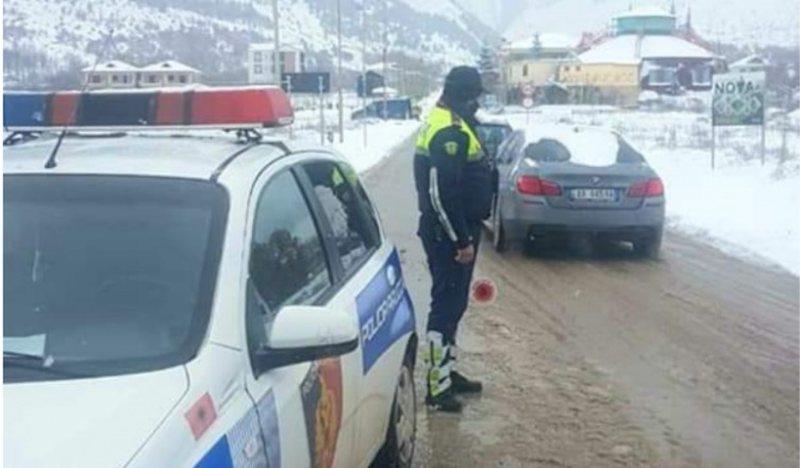 Reshjet e dëborës në Korçë/ Policia thirrje