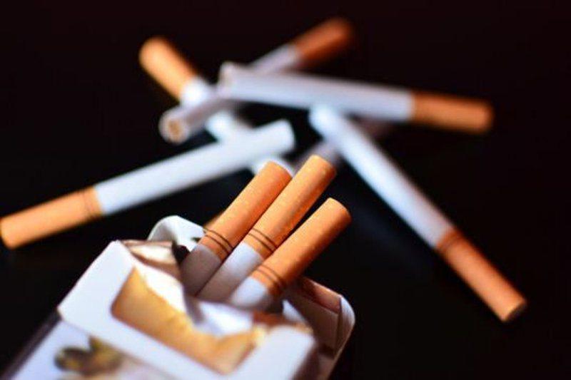 Italia ashpërson rregullat, ndalon tymosjen e duhanit në ambiente