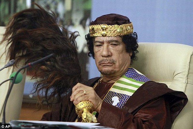 Zbulohen orgjitë e Gaddafit; si i përdhunonte, rrihte dhe urinonte