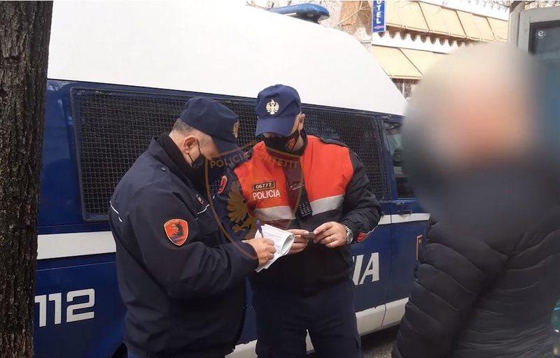 Pa maskë në rrugë, gjobiten 473 qytetarë! Ndëshkohen 12