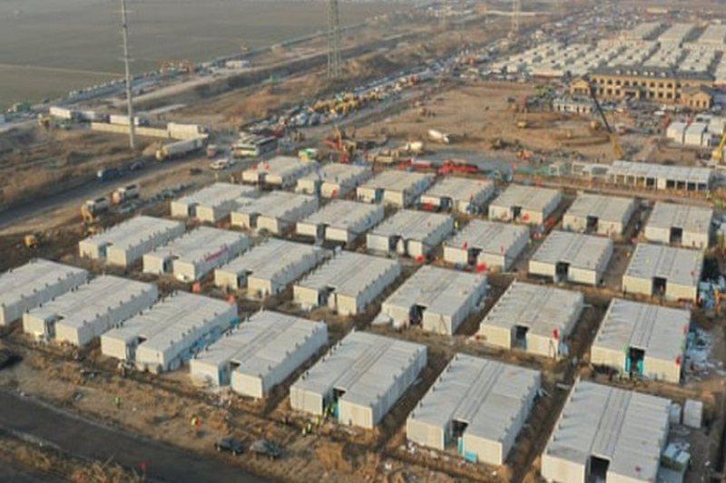 Kina ndërton qendër gjigante karantine