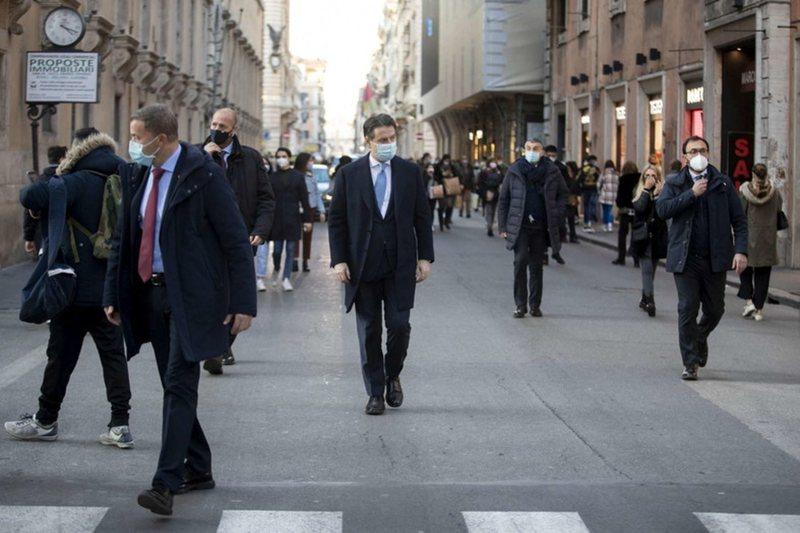 Bie qeveria e Giusepe Conte-s? Matteo Renzi tërheq nga kabineti dy ministra