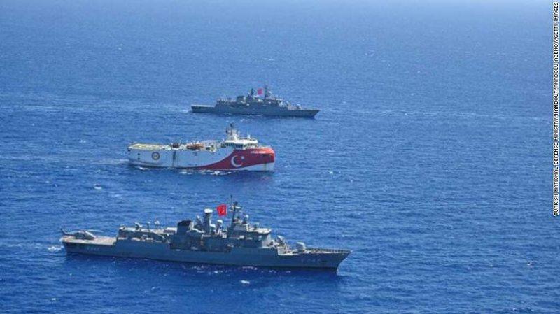 7 anije për stërvitje, aeroplanë e helikopterë lufte në