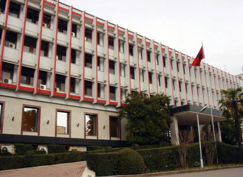 Dëbimi i diplomatit rus nga Shqipëria: VOA: Lëvizte në qytet