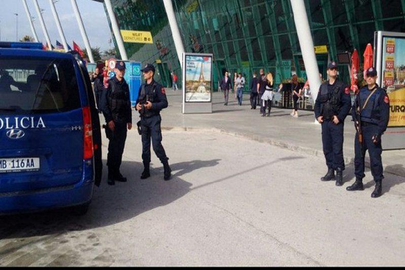 Kontrabandë me mallra nga aeroporti i Rinasit, arrestohen 9 persona, mes