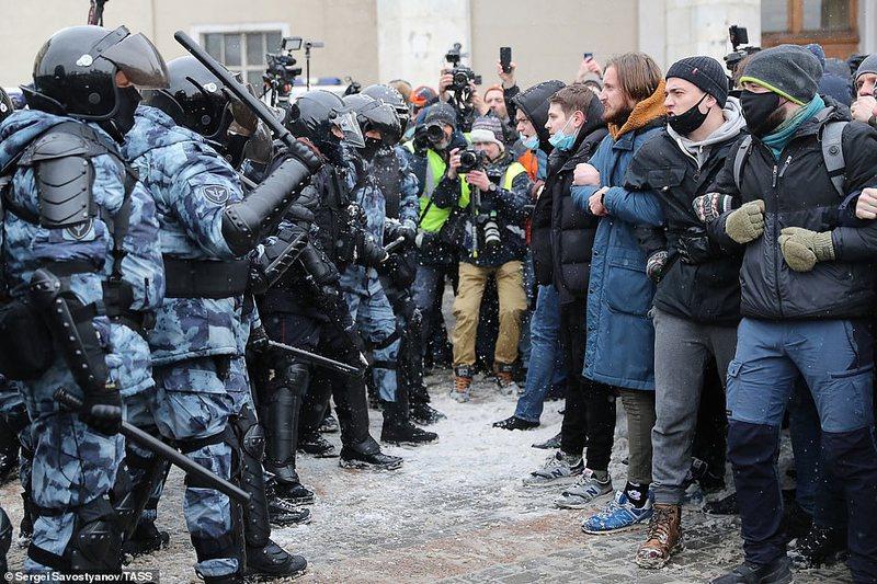 Protestat në Rusi, arrestohet bashkëshortja e Navalnyt