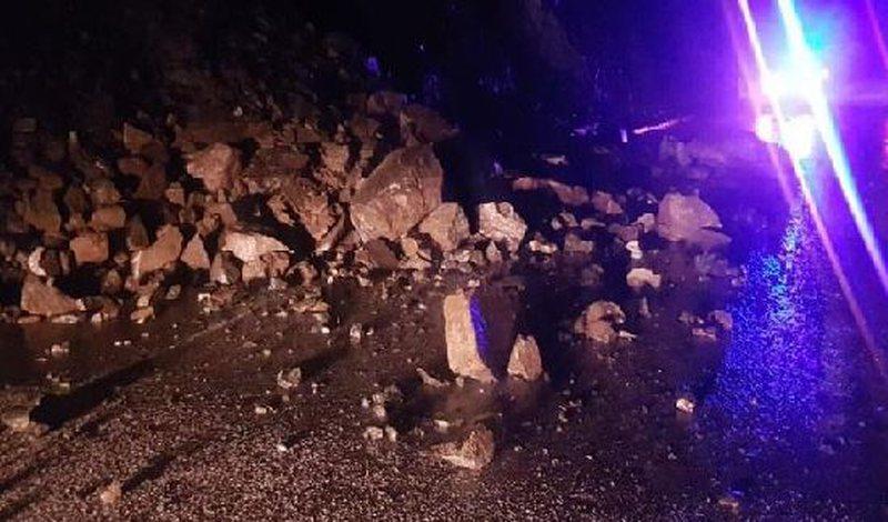 Rrëshqitje gurësh në aksin Elbasan-Librazhd,