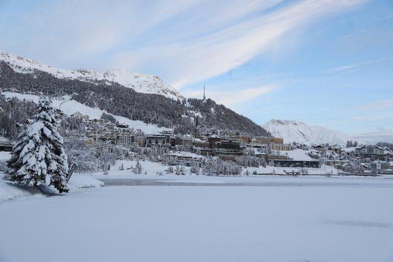 Shpërthen varianti i ri i koronavirusit në Zvicër, karantinohen 2
