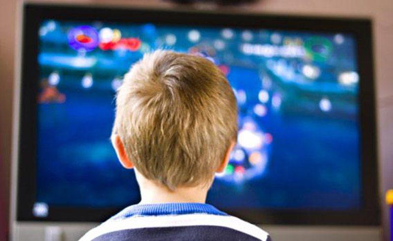 Pasojat negative që televizioni po lë tek fëmijët