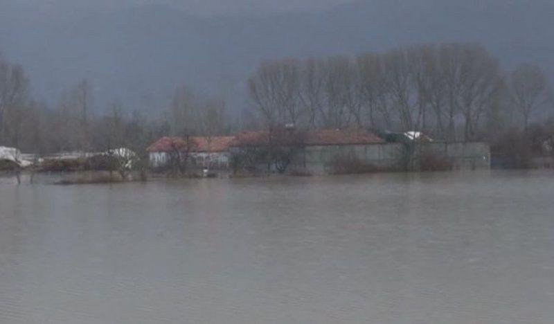 Përkeqësohet situata në Shkodër, 15 shtëpia të