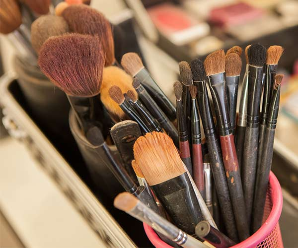 clean makeup brushes 2