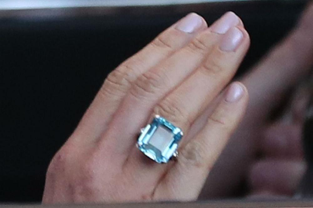 meghan wears princess dianas ring 89fadef8e13d673a4a73bad685