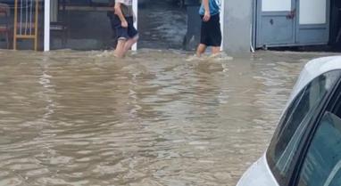 VIDEO/ Reshje të dendura shiu në Kosovë, përmbytet Prishtina