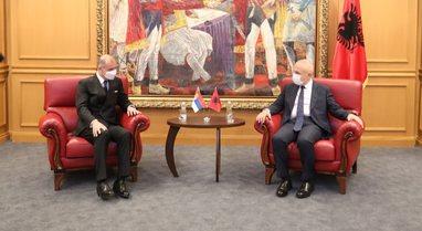 Zbardhet takimi i Metës me ambasadorin e ri serb, Meta: Dialogu