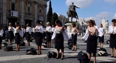 FOTO/ Kompania ajrore u mbyll, stjuardeset italiane heqin uniformat në