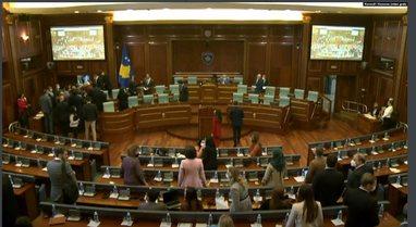 Tensione e përplasje mes deputetëve dhe ministrave në Kuvendin e