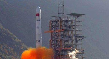 Kina pranon se mbeturinat e raketës Long March do të bien në