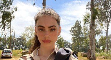 """FOTO/ """"Ushtarakja"""" 19-vjeçare shpallet vajza më e bukur"""