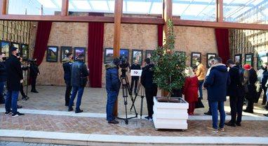 """Foto/ Çelet ekspozita në Tiranë: """"Spatrimi etnik i"""