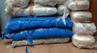 FOTO/ Bagazhin e mbushur plot me drogë, kapet shqiptari që po