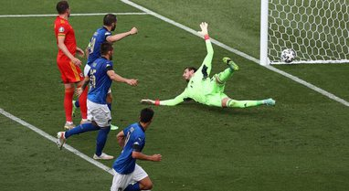 Italia me rekord kryeson grupin, Uellsi vazhdon tutje falë golaverazhit