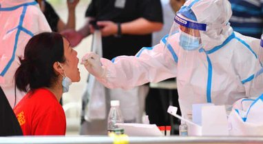 Kina teston e miliona njerëz ndërsa virusi vazhdon të