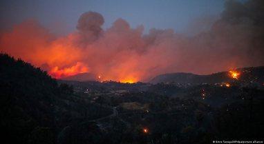 Greqia përballet me zjarret më të tmerrshme të 30 viteve