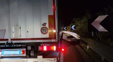 Itali/ Shuhet në aksident me motor i riu shqiptar, në gjendje të