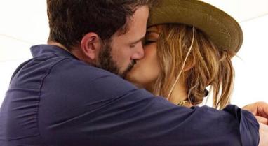 Ribashkohen zyrtarisht pas 20 vitesh, Jennifer Lopez poston foto me aktorin Ben