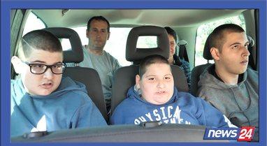 Tre të paralizuar në familje hiqen zvarrë si foshnja , Elvis