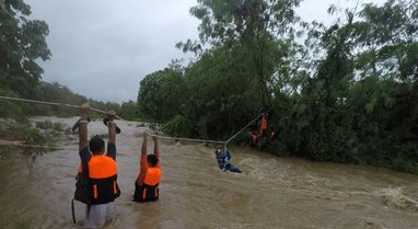 Filipinet nën pushtetin e stuhive tropikale, të paktën 11 viktima