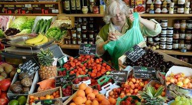 Franca do të ndalojë paketimin plastik për frutat dhe perimet