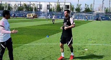VIDEO/ Lionel Messi zbret në fushë, kryen stërvitjen e parë