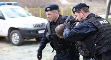 Armë zjarri, eksploziv dhe anti-tank/ Arrestohen 5 persona të dyshuar