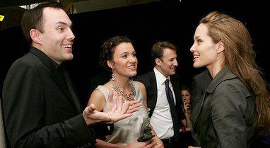 Ky është vëllai i Angelina Jolie-s që duket si versioni