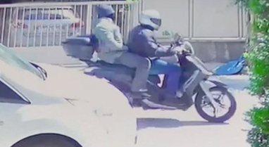 VIDEO/ Vrasja e gazetarit grek, momenti kur autorët largohen me motor