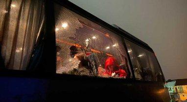 Sulmohet me gurë autobusi me turistë kosovarë në Mal të