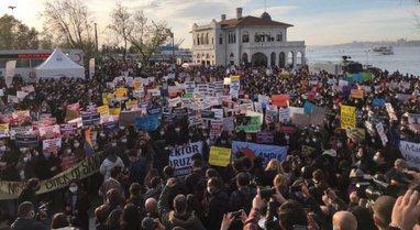 Studentët në Stamboll protesta masive, kundërshtimi i rektorit