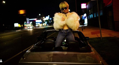 Miley Cyrus flet hapur për seksualitetin e saj: Vajzat më