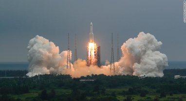 Shihni ku ndodhet tani raketa kineze, i kanë mbetur edhe pak orë